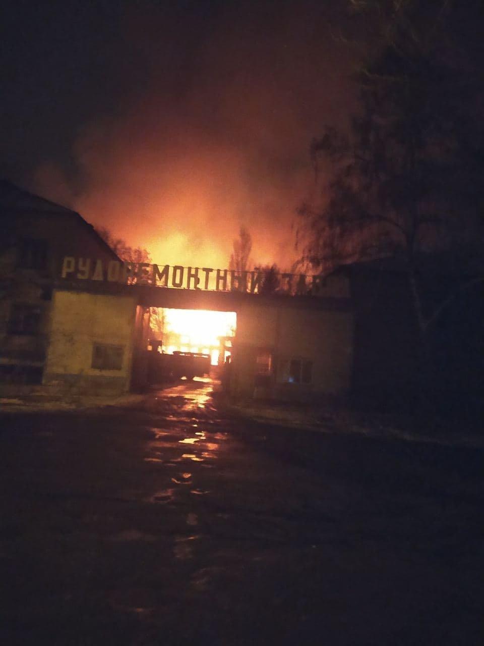 В Горловке горел ремонтный завод, - ФОТО, фото-2