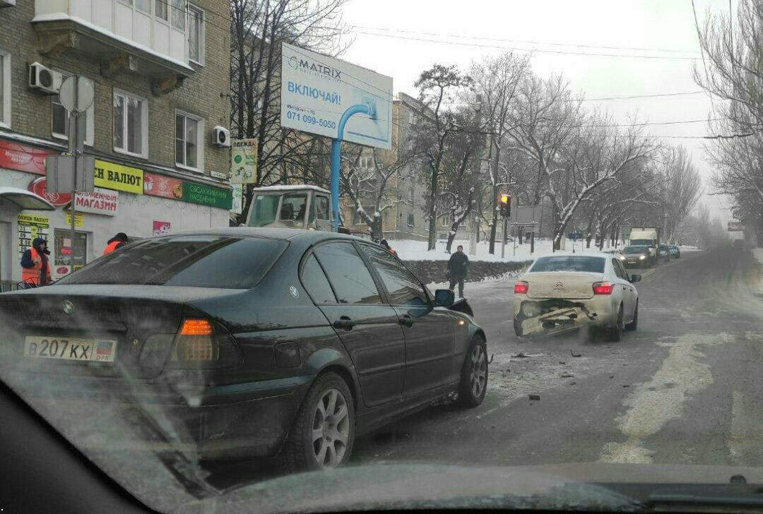 В Донецке боевик «ДНР» на «БМВ» устроил ДТП, - ФОТО, фото-1