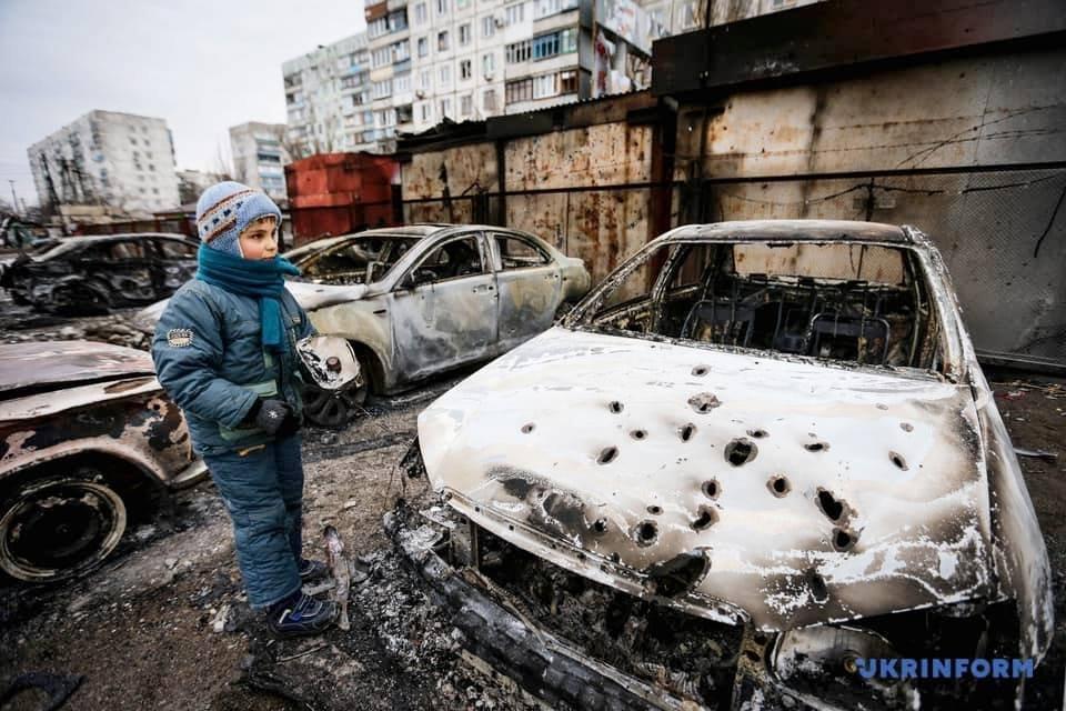 Шесть лет назад российские «Грады» обстреляли жилой квартал Мариуполя: погибли 29 мирных жителей, - ФОТО, фото-2