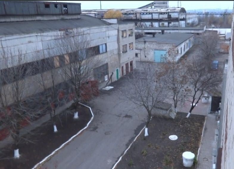 «Боятся «обнуления» от «братьев» из ФСБ: опубликованы первые фото концлагеря «Изоляция» в Донецке, фото-1