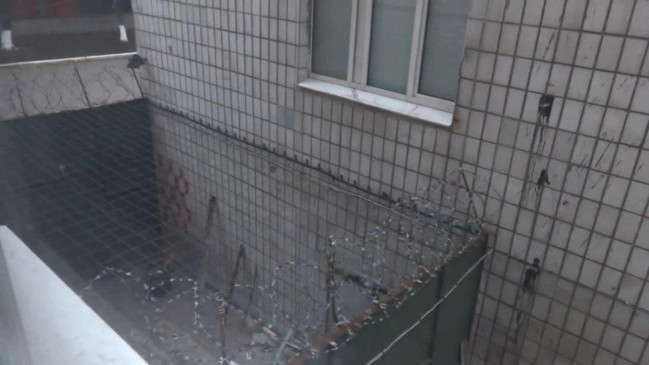 «Боятся «обнуления» от «братьев» из ФСБ: опубликованы первые фото концлагеря «Изоляция» в Донецке, фото-2