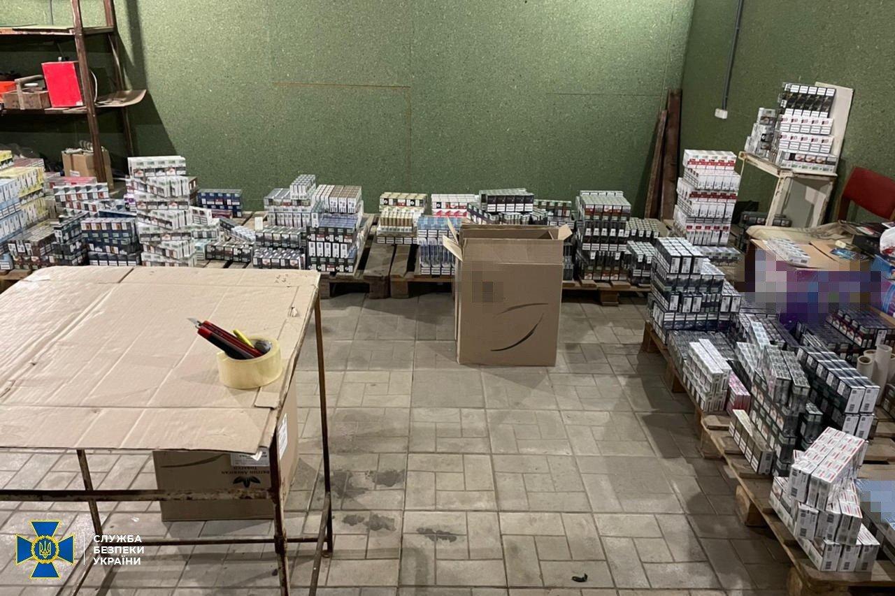 СБУ заблокировала поставку контрабандной партии сигарет из ОРДЛО на четыре миллиона гривен, - ФОТО, фото-1