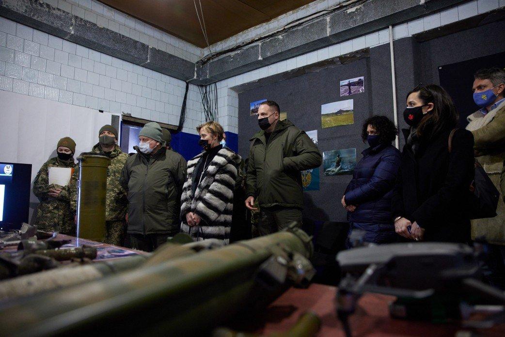 Зеленский показал послам  «большой семерки» линию фронта на Донбассе, - ФОТО, фото-2