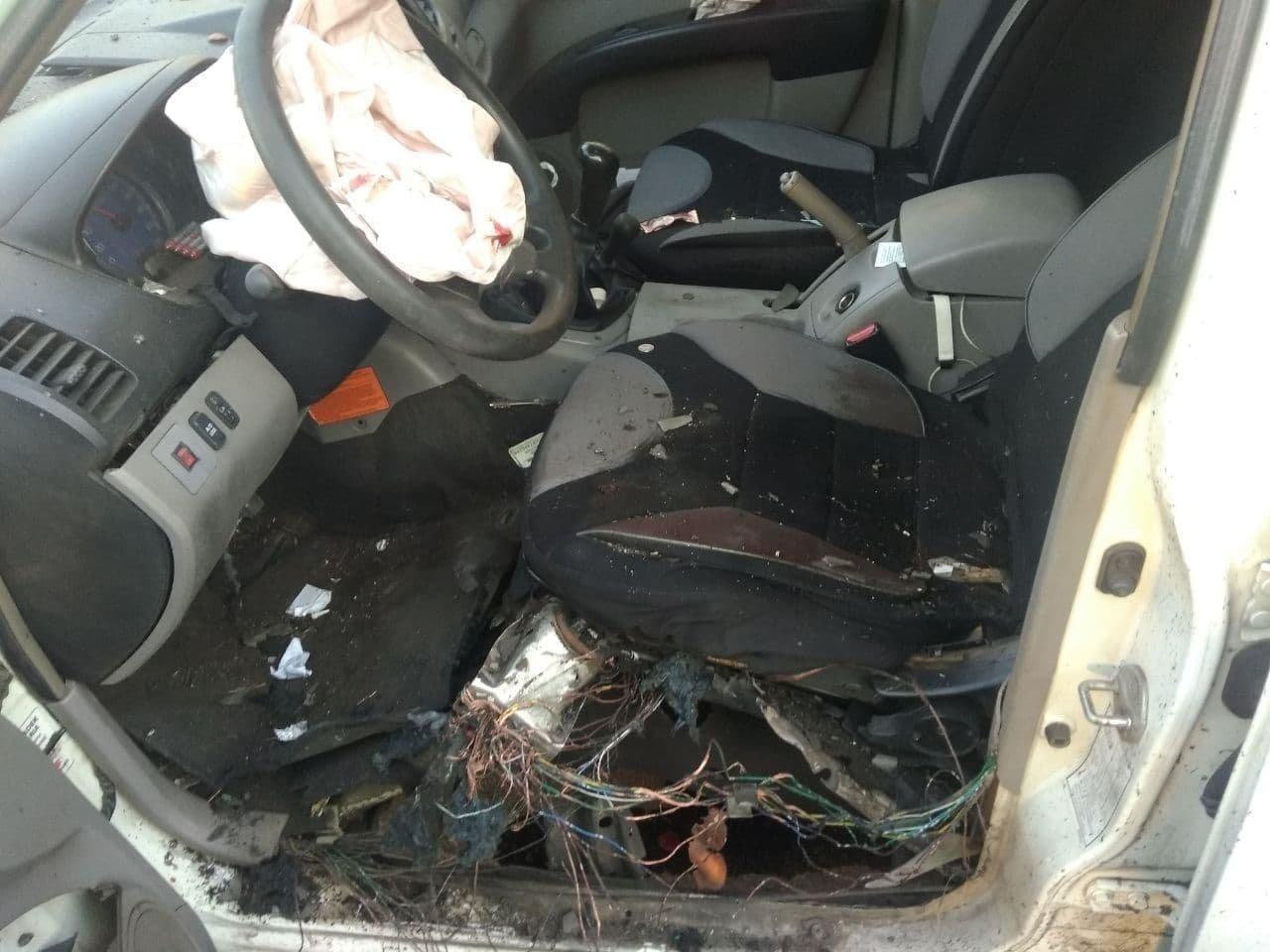 В оккупированной Горловке взорвали машину одного из главарей «ДНР», - ФОТО, фото-2