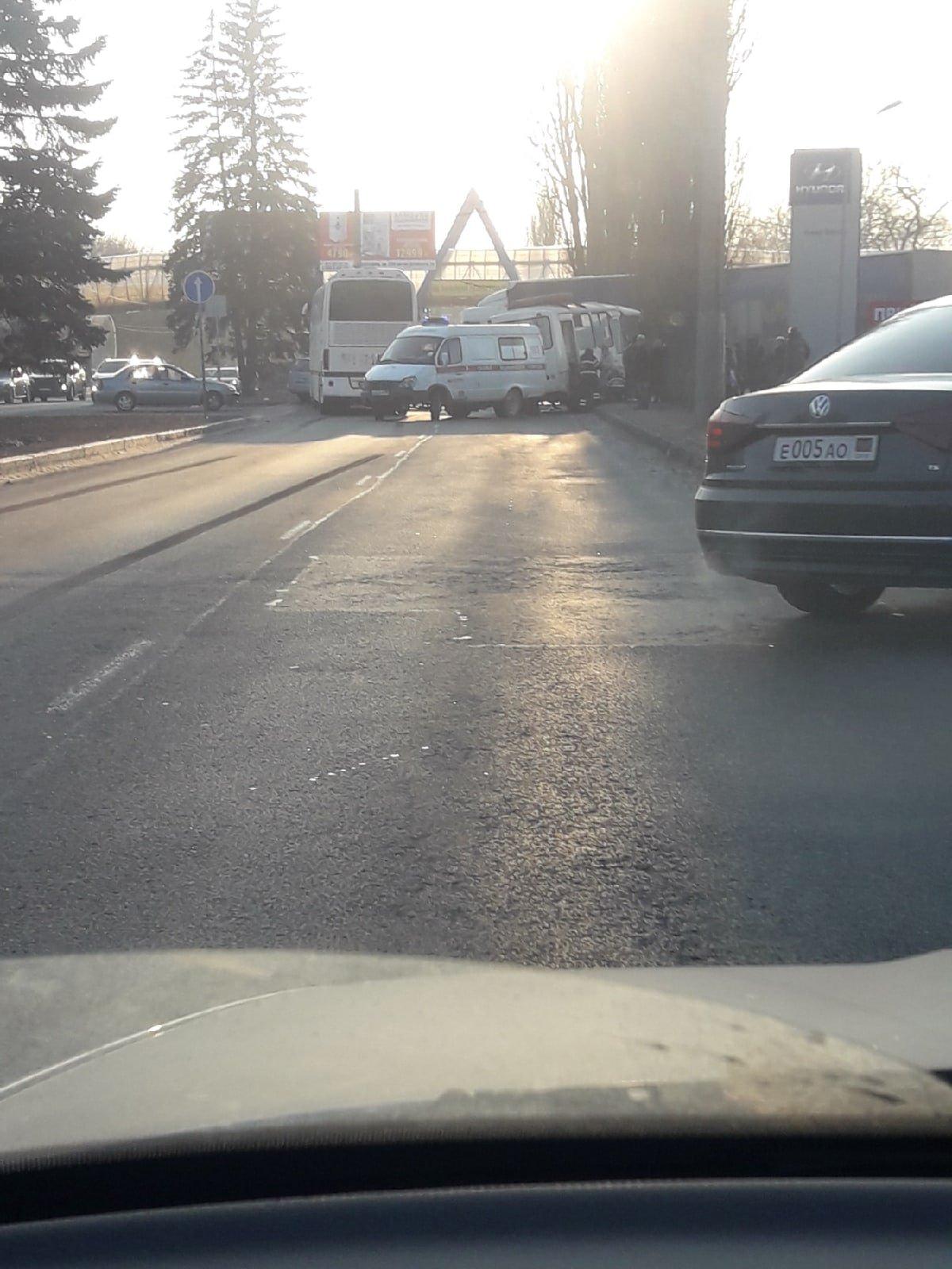 Между Донецком и Макеевкой столкнулись два автобуса: есть пострадавшие, - ФОТО, фото-2