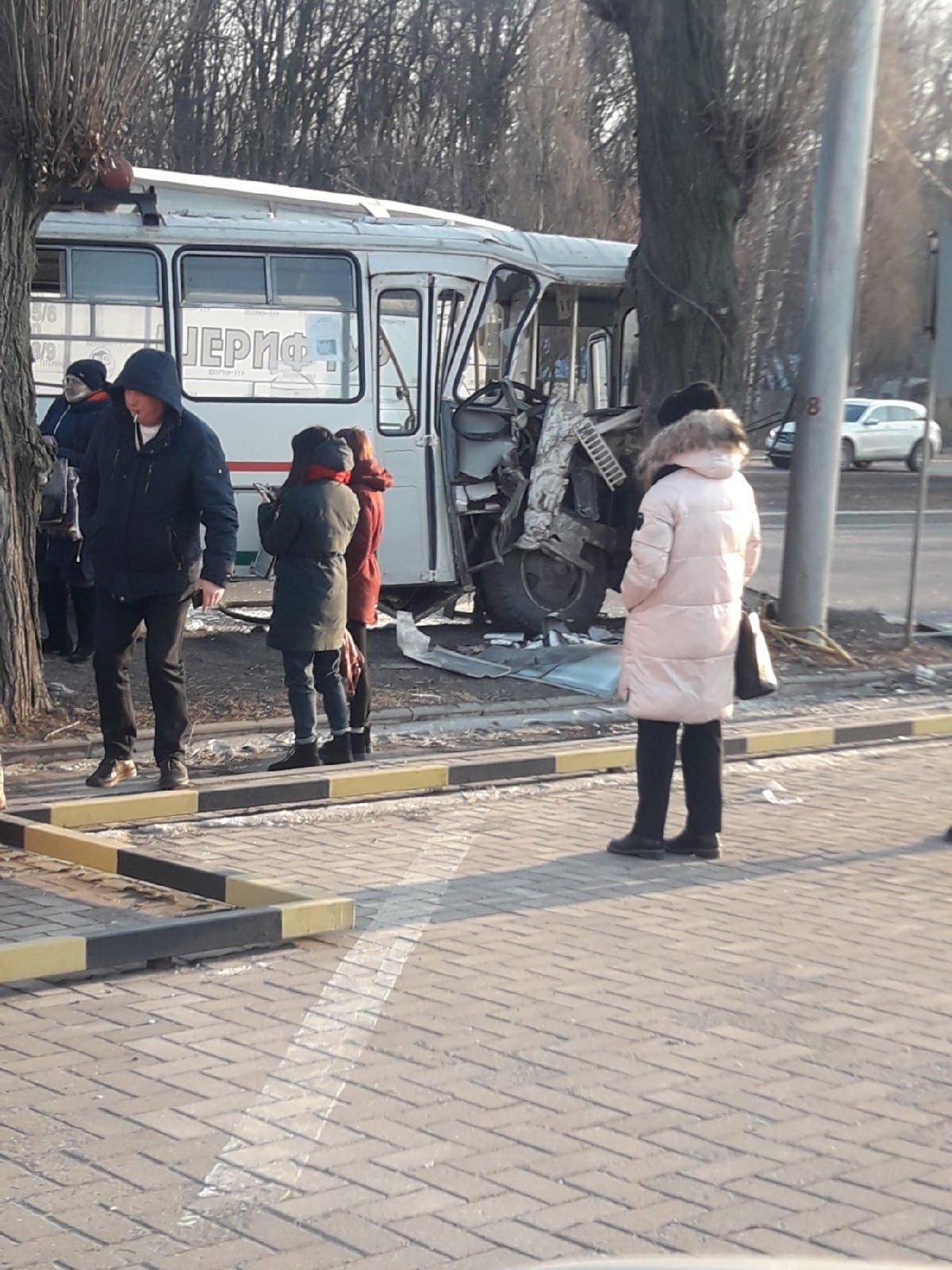 Между Донецком и Макеевкой столкнулись два автобуса: есть пострадавшие, - ФОТО, фото-1