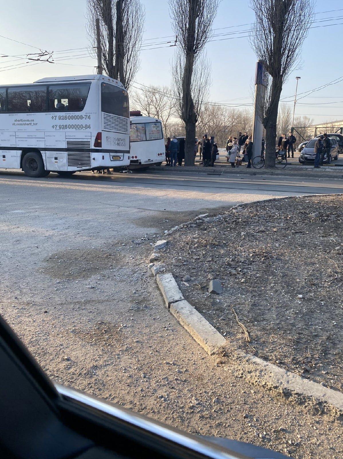 Между Донецком и Макеевкой столкнулись два автобуса: есть пострадавшие, - ФОТО, фото-3