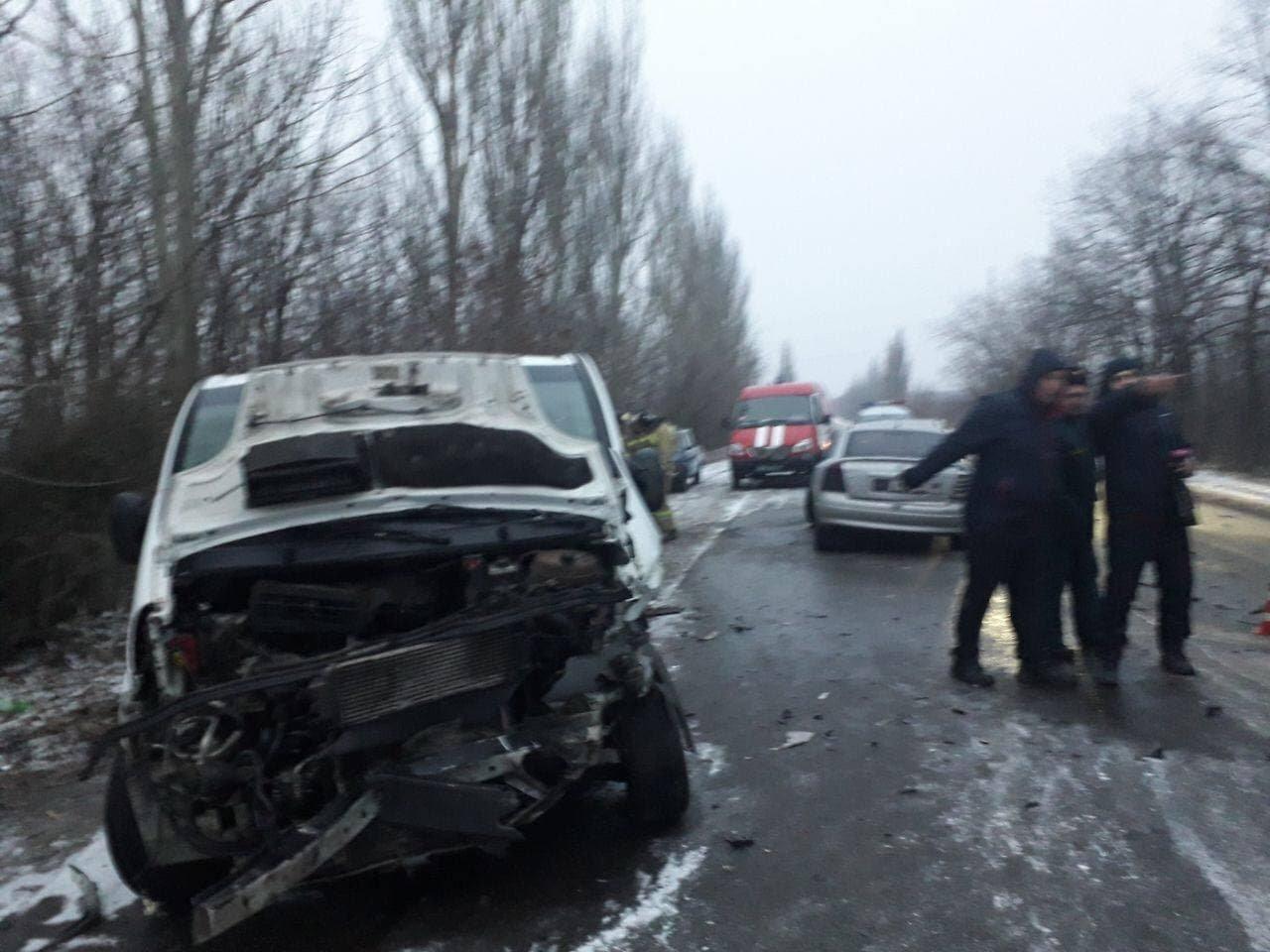 В Макеевке произошло лобовое столкновение микроавтобуса и «Опеля»: пострадали шесть человек, - ФОТО, фото-3