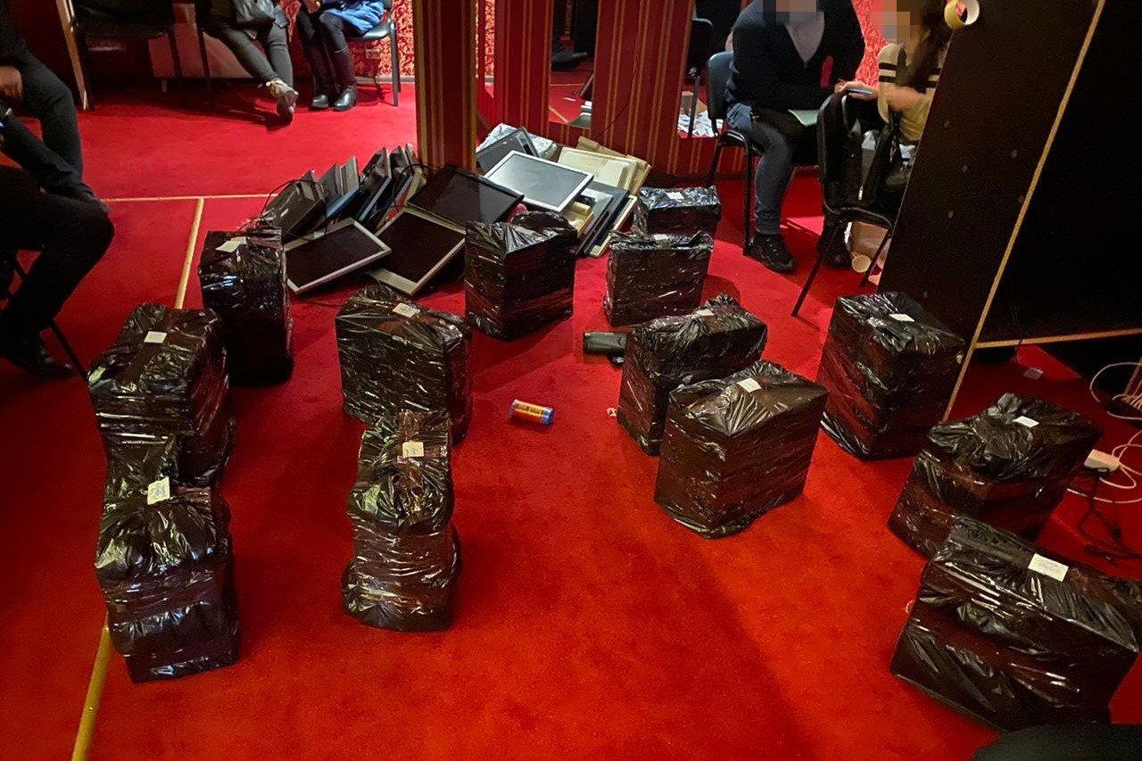 СБУ заблокировала работу сети подпольных казино, связанных с«ЛНР» и«ДНР», - ФОТО , фото-1