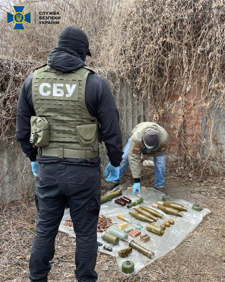 В Донецкой области нашли тайник боевиков с минами и тротилом, - ФОТО, фото-2
