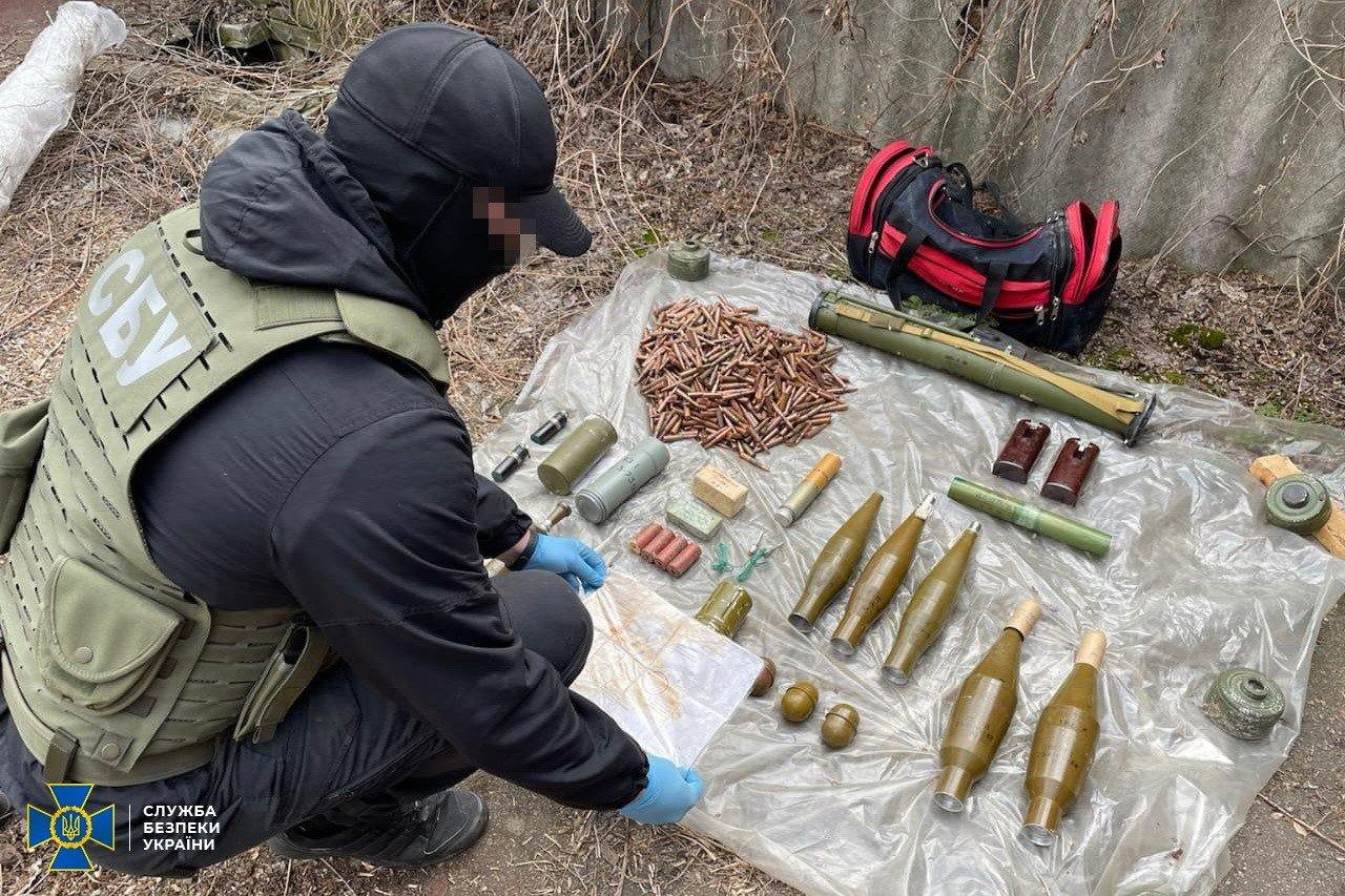 В Донецкой области нашли тайник боевиков с минами и тротилом, - ФОТО, фото-3