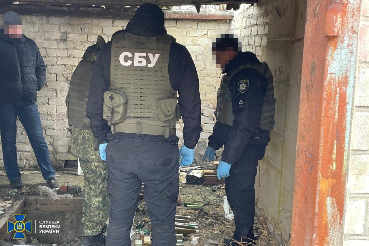 В Донецкой области нашли тайник боевиков с минами и тротилом, - ФОТО, фото-1