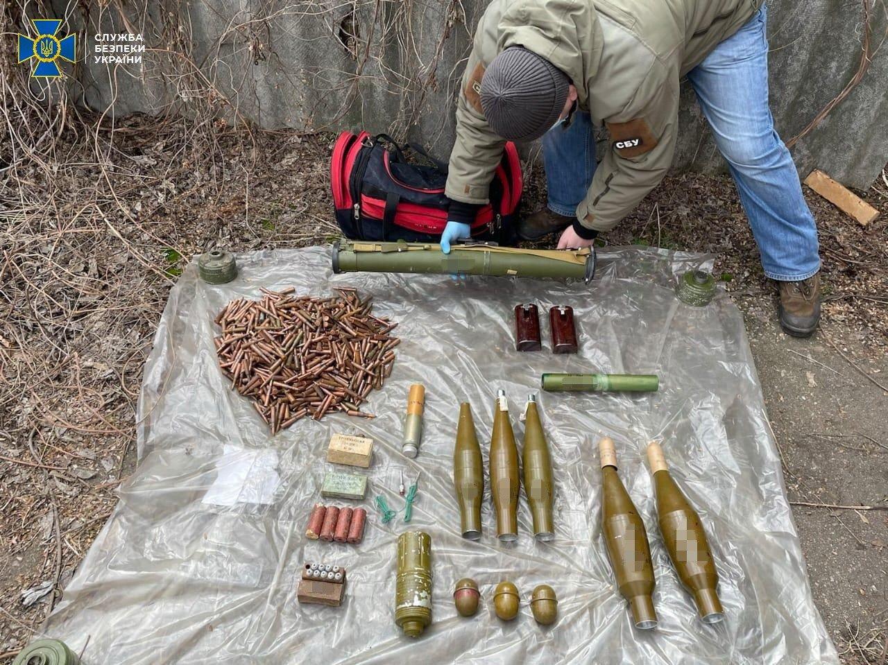 В Донецкой области нашли тайник боевиков с минами и тротилом, - ФОТО, фото-4