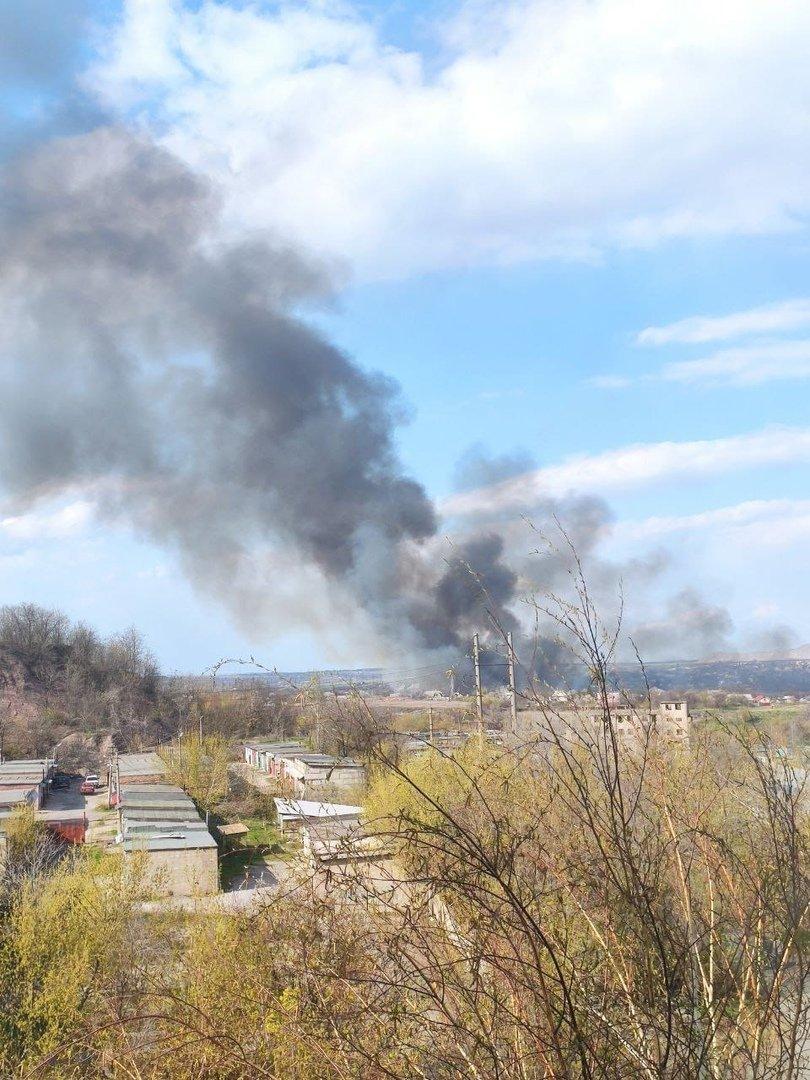 Большой пожар в Донецке: клубы дыма было видно из центра города, - ФОТО, фото-5
