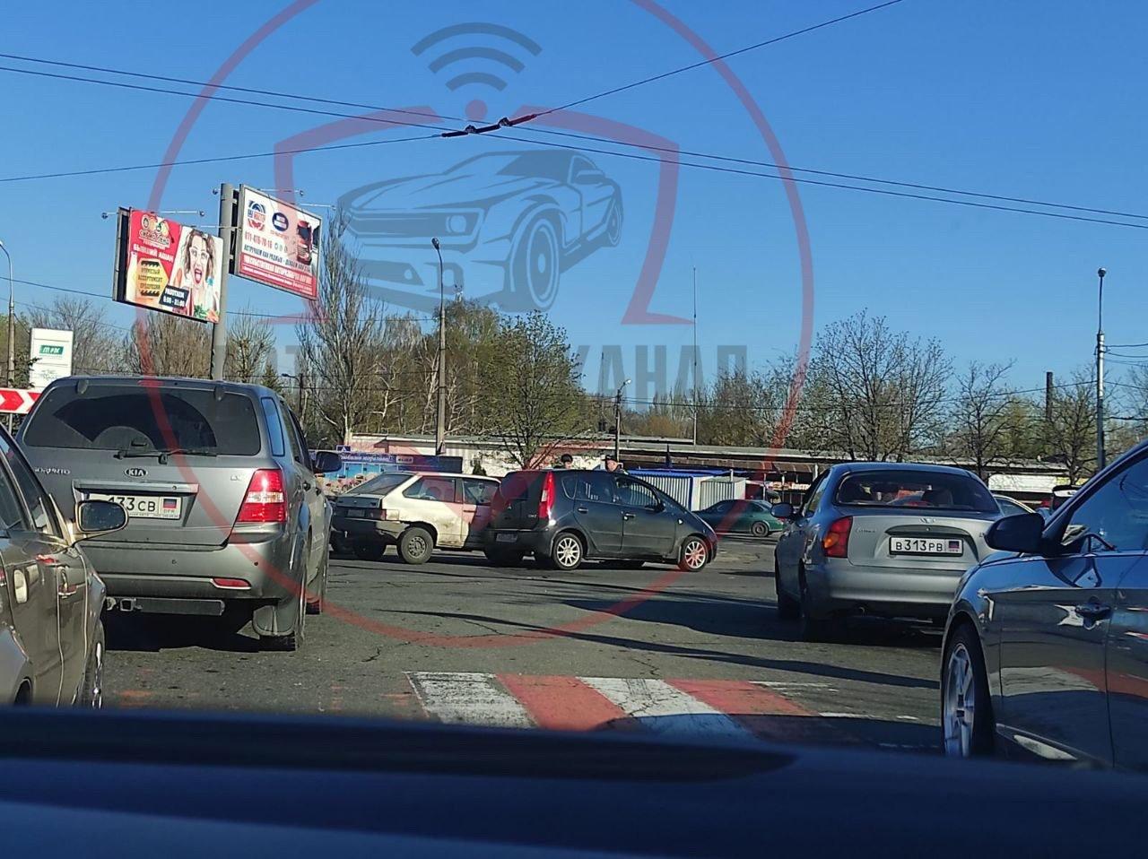 ДТП в Донецке: движение на кольце у мотеля парализовано,- ФОТО, фото-1