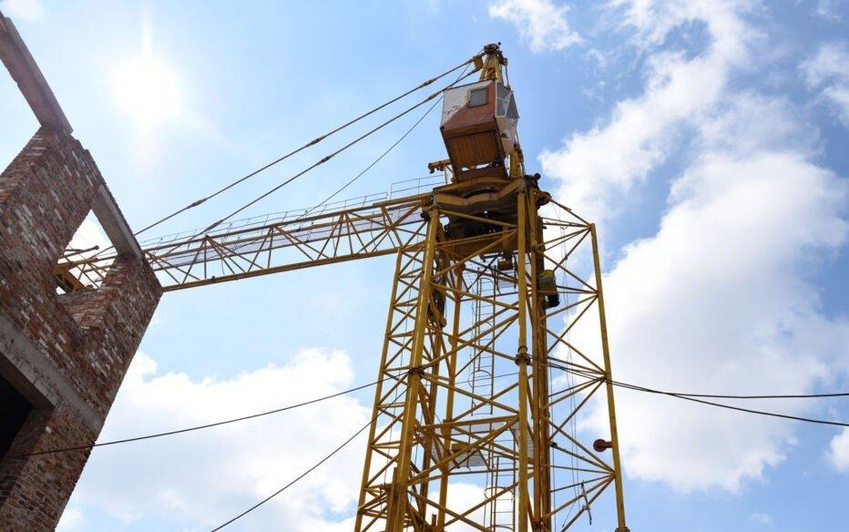 Новый металлолом, который повезут в РФ за копейки: в ОРДО режут башенные краны, - ФОТО, фото-2