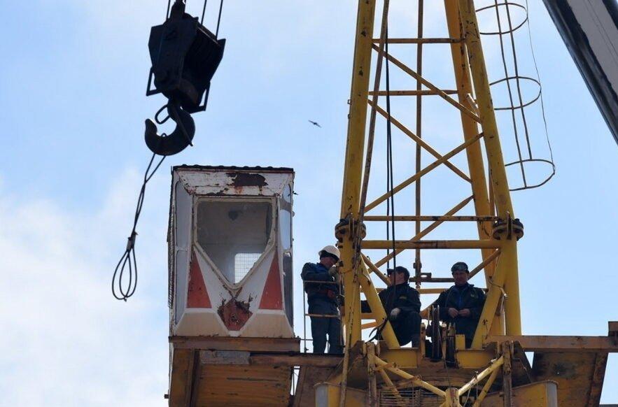 Новый металлолом, который повезут в РФ за копейки: в ОРДО режут башенные краны, - ФОТО, фото-3