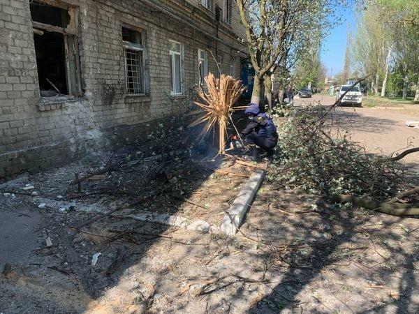 В Красногоровке ликвидируют последствия обстрела больницы,- ФОТО, фото-5