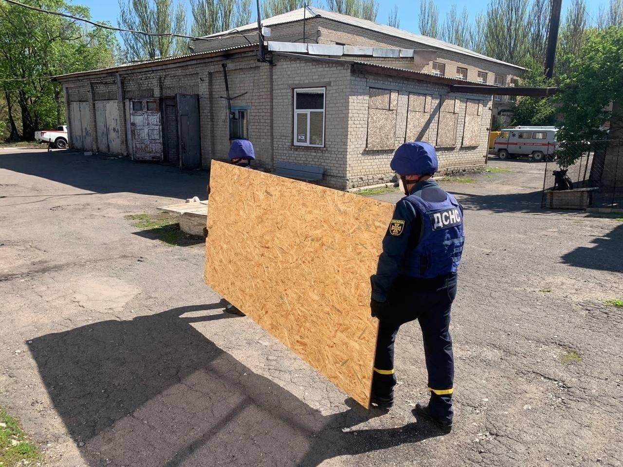 В Красногоровке ликвидируют последствия обстрела больницы,- ФОТО, фото-7