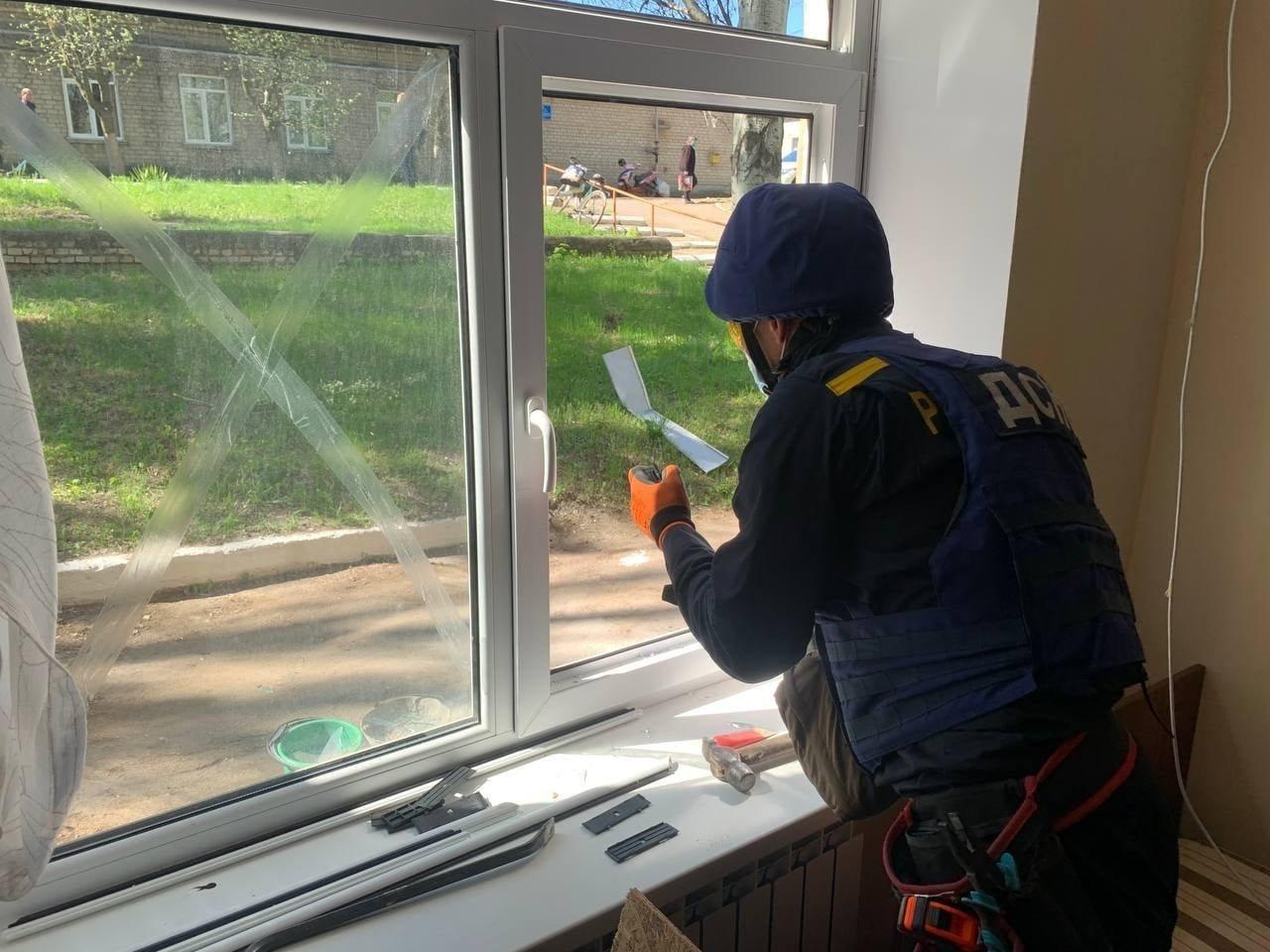 В Красногоровке ликвидируют последствия обстрела больницы,- ФОТО, фото-9