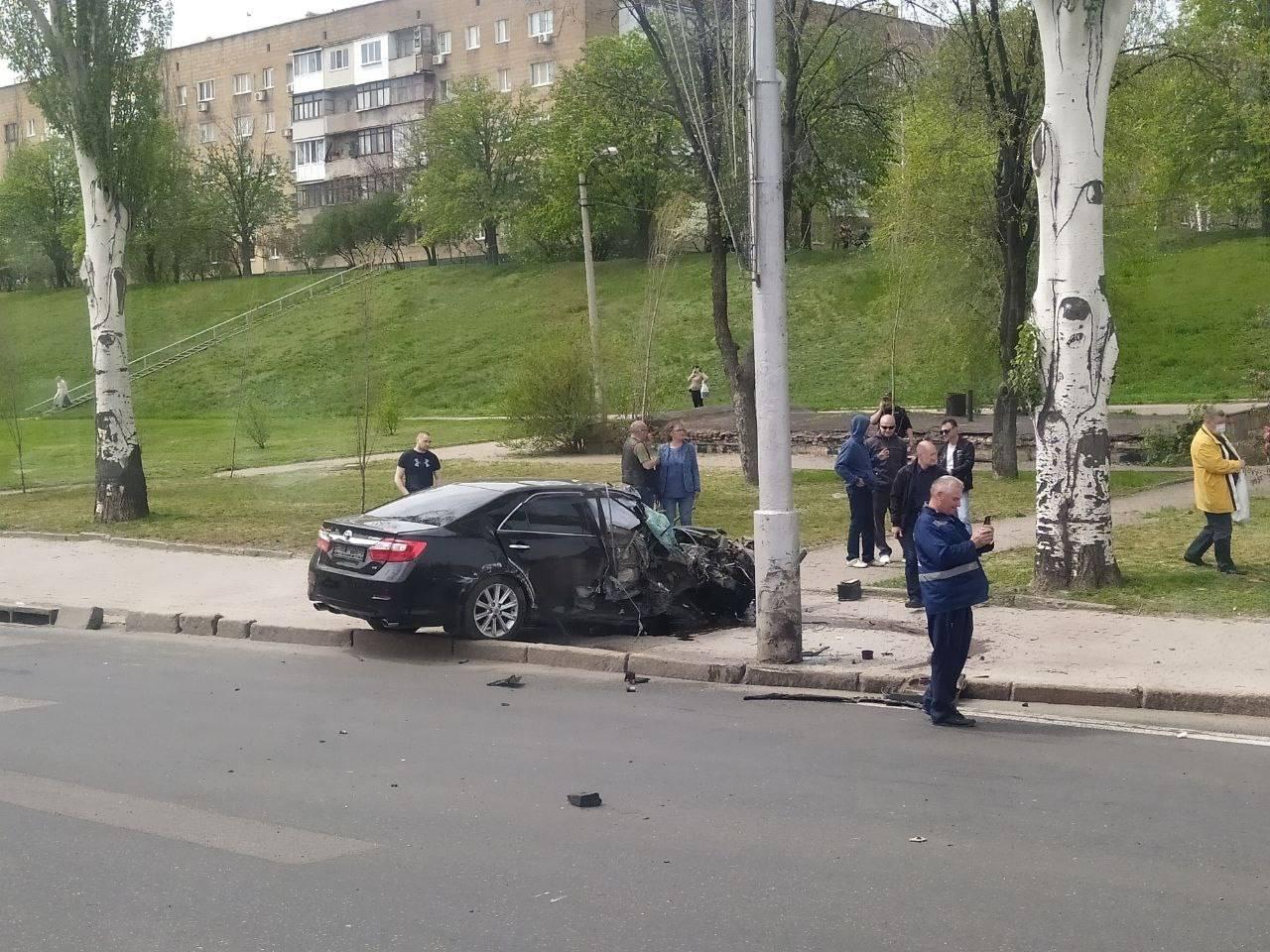 Автомобиль Toyota Camry стал участником сразу двух ДТП в Донецке, - ФОТО, фото-2