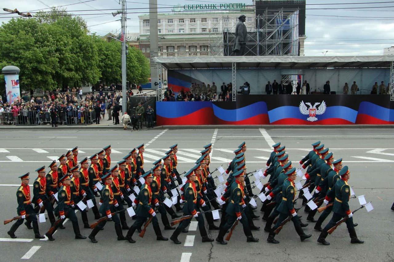 Оккупанты провели военный парад в Донецке, - ФОТО, фото-2