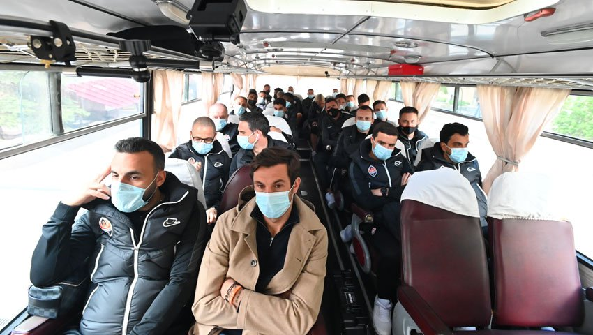 "Команда ""Шахтер"" в ретроавтобусе"