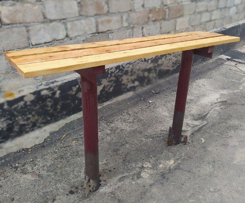 Хоть бы не позорились: в Торезе установили кривую скамейку на остановке, - ФОТО, фото-1