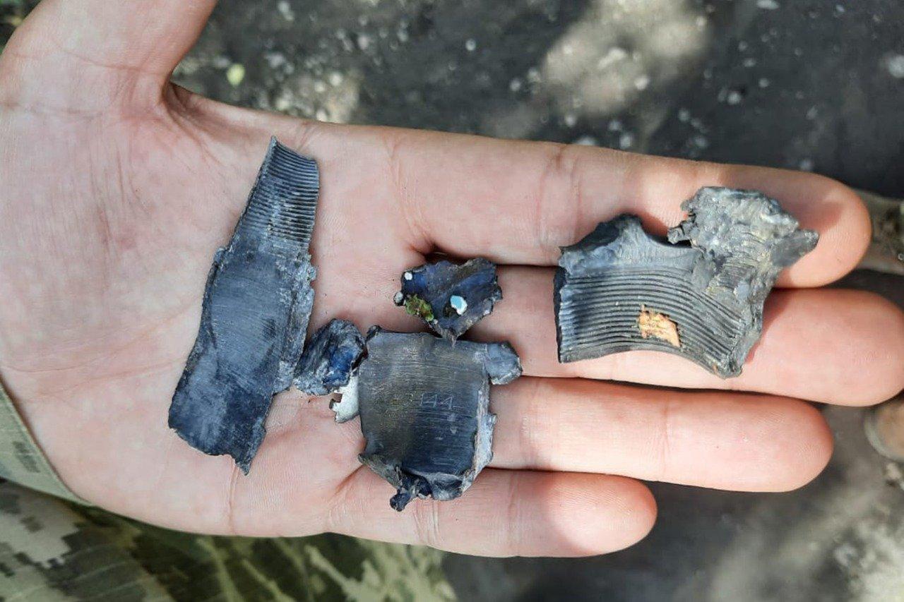 Российские оккупанты обстреляли Пески: мина попала в крышу частного дома и рарушила гостиную, - ФОТО, фото-6