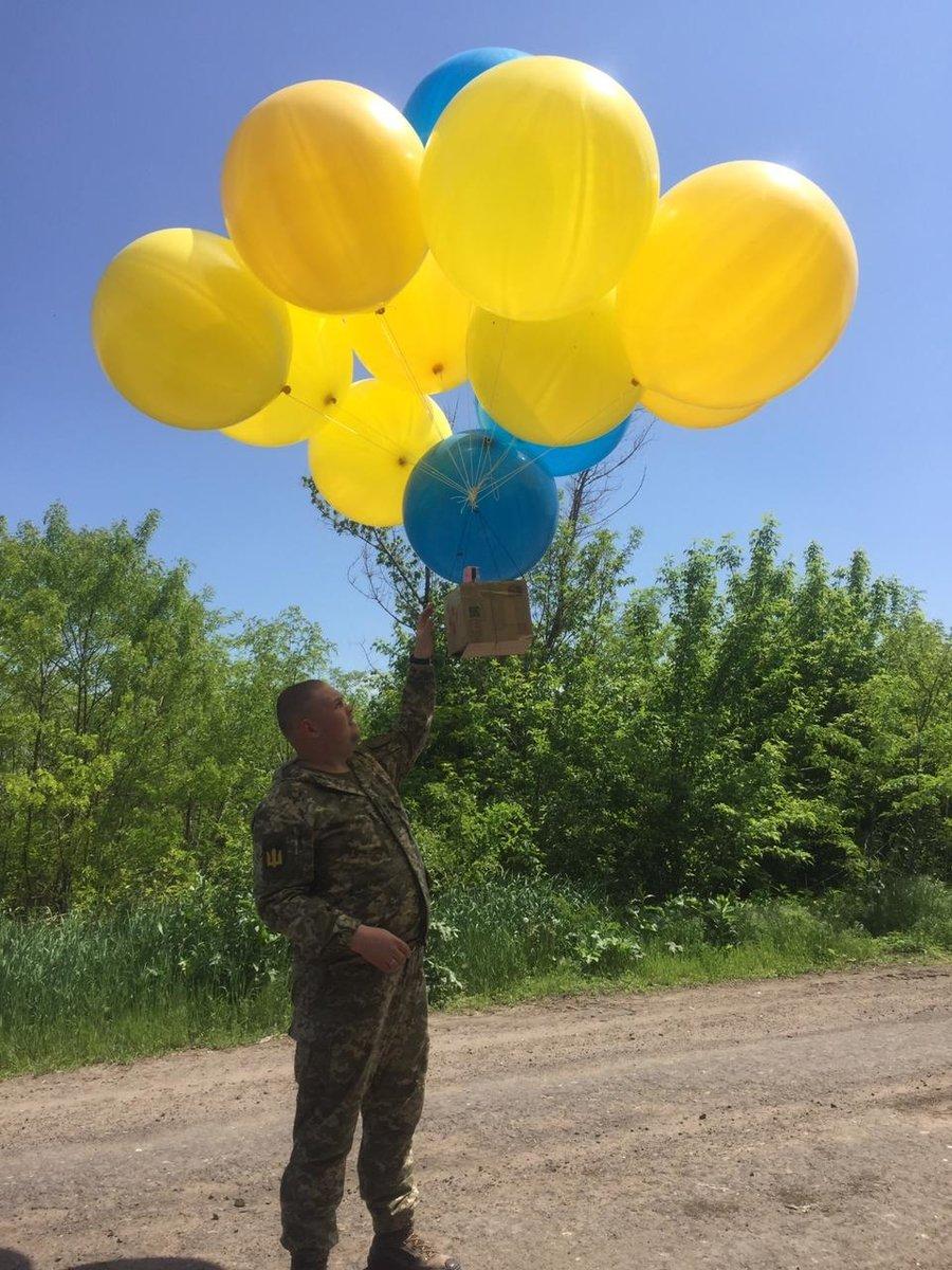 Волонтеры и военные отправили на воздушных шариках в Донецк тысячи листовок, - ФОТО, фото-1
