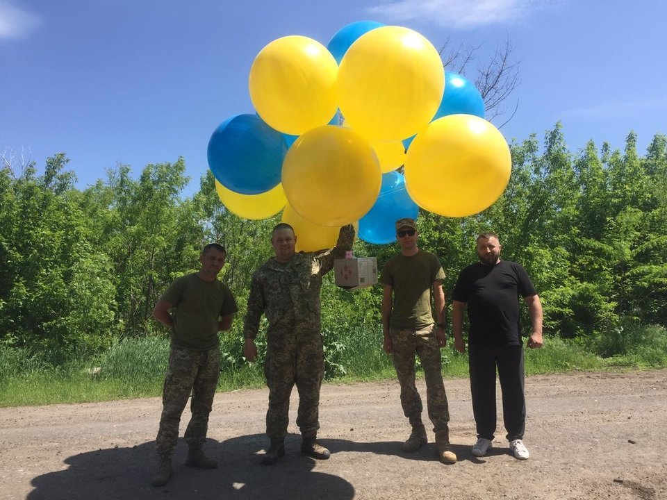 Волонтеры и военные отправили на воздушных шариках в Донецк тысячи листовок, - ФОТО, фото-5