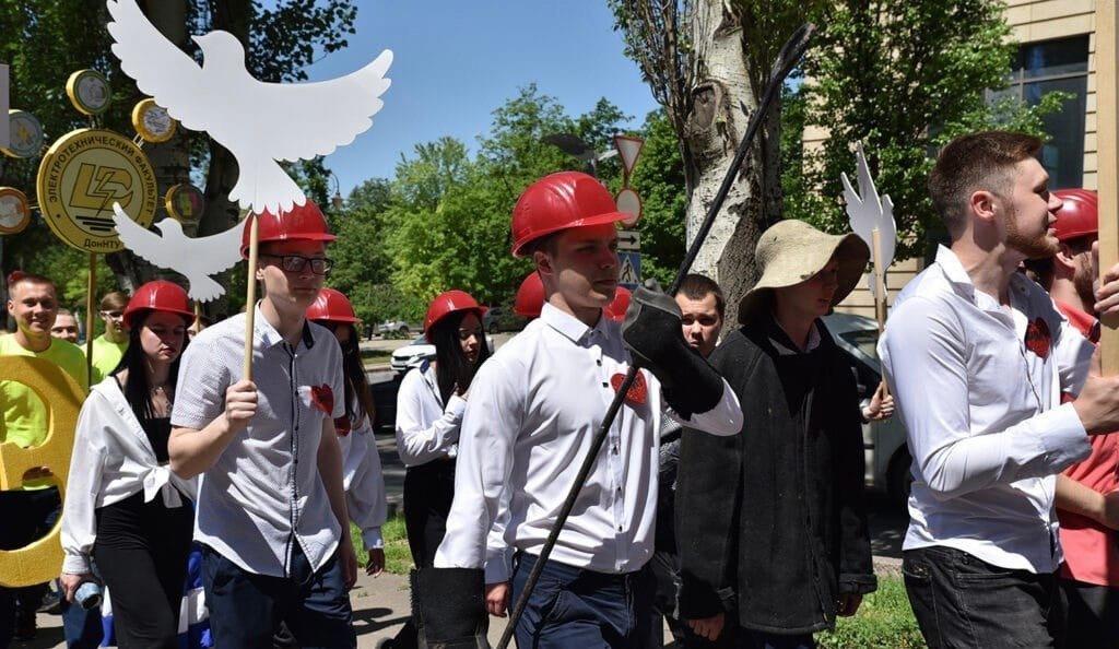 """""""Бедные дети"""": в оккупированном Донецке студенты """"покарнавалили"""", - ФОТО, фото-2"""
