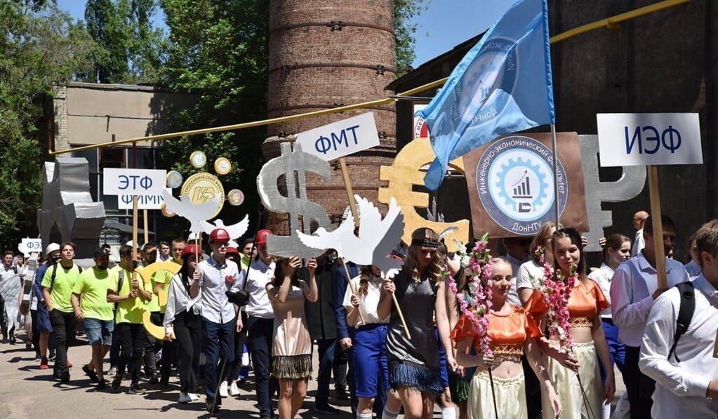 """""""Бедные дети"""": в оккупированном Донецке студенты """"покарнавалили"""", - ФОТО, фото-5"""