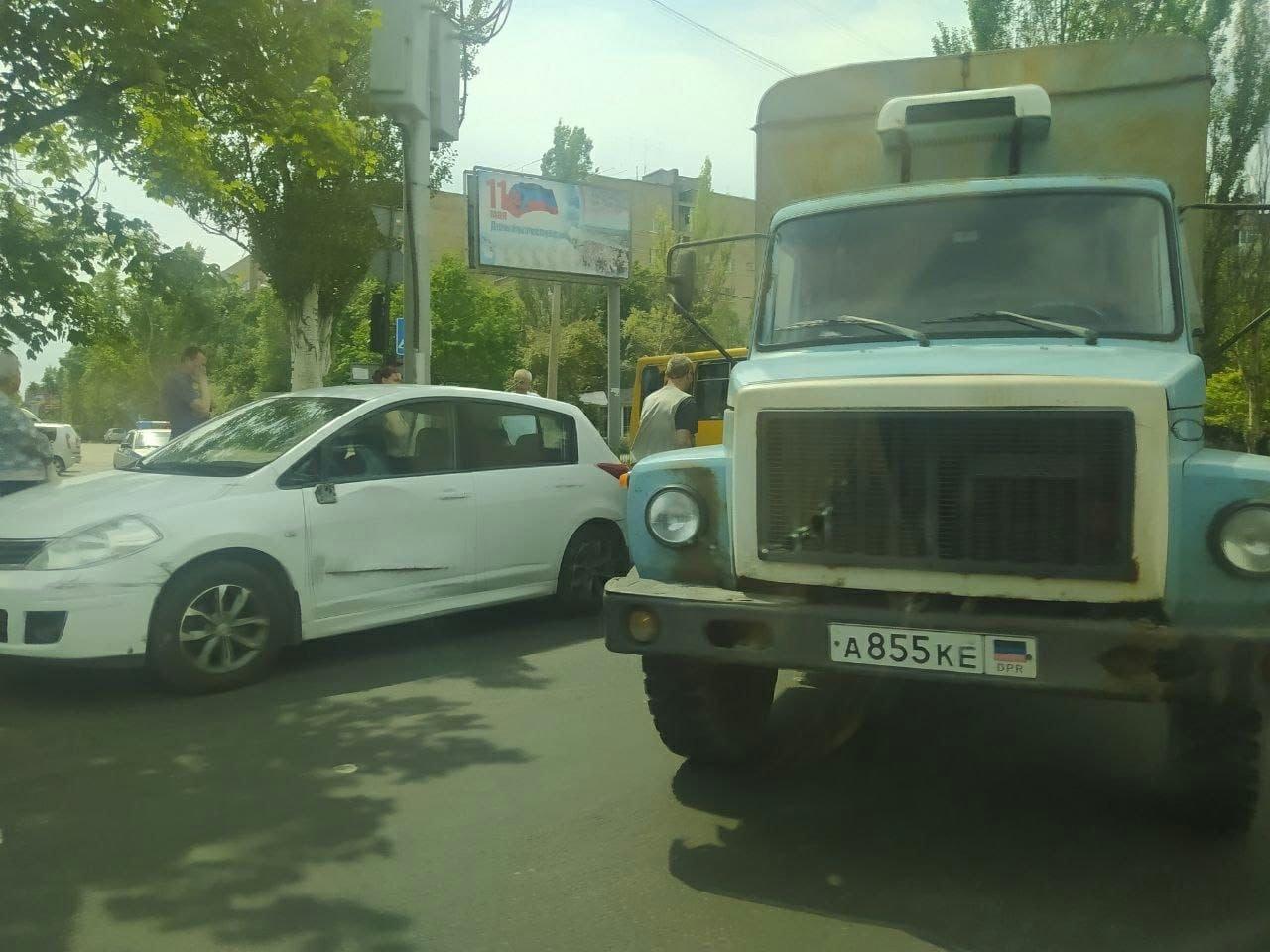 В оккупированном Донецке столкнулись легковушка и грузовик, - ФОТО, фото-2