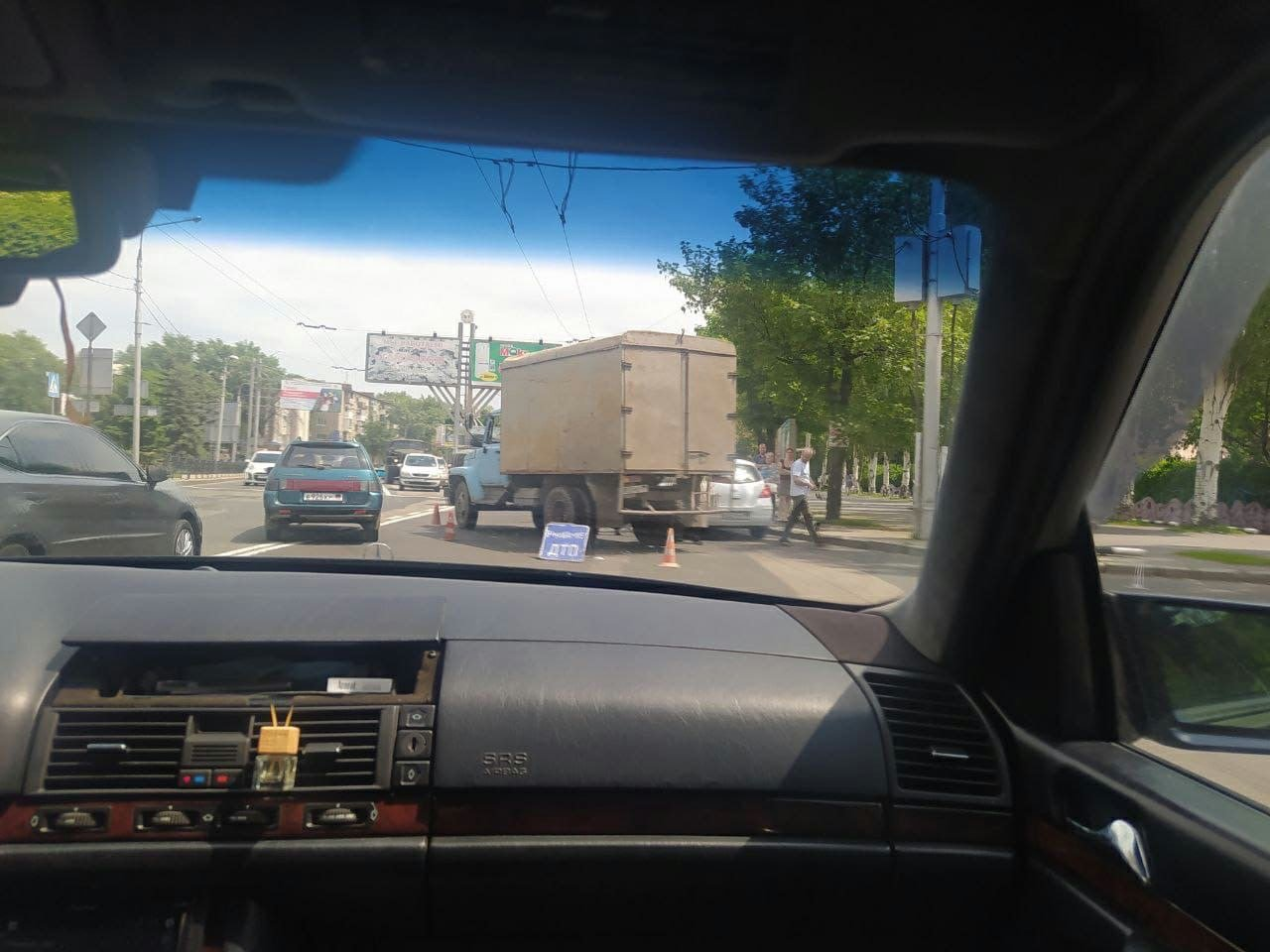 В оккупированном Донецке столкнулись легковушка и грузовик, - ФОТО, фото-4
