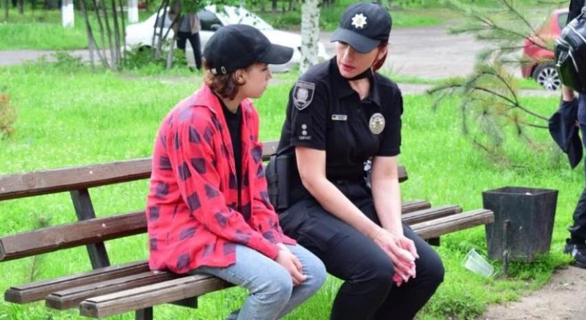 СМИ: 16-летняя девушка сбежала из оккупированной Горловки через минные поля не потому, что хотела остаться в Украине , фото-1
