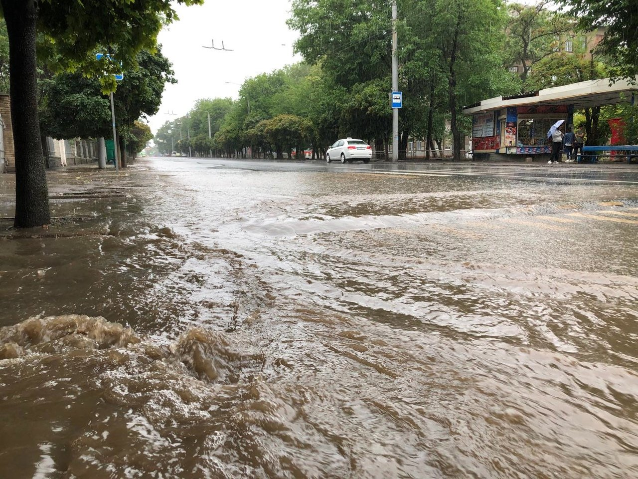 Шторм в Донецке: дождем размыло асфальт в центре города, - ФОТО, фото-3