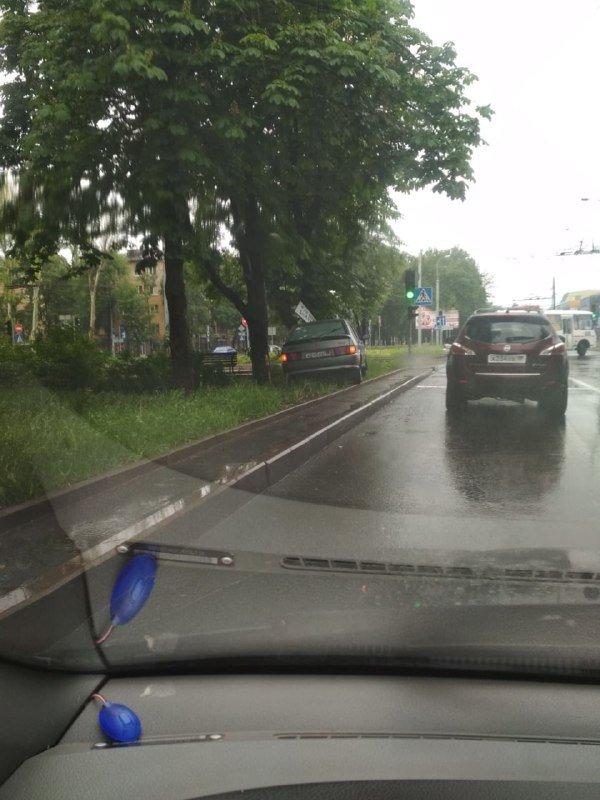 Непогода в оккупированном Донецке: произошли многочисленные ДТП, - ФОТО, фото-1