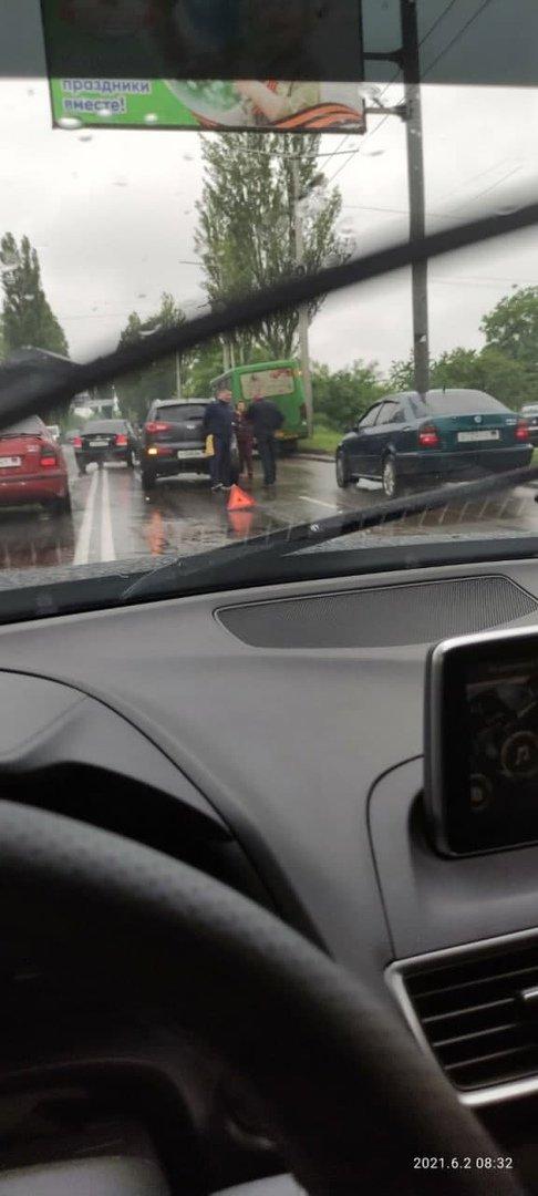 Непогода в оккупированном Донецке: произошли многочисленные ДТП, - ФОТО, фото-2