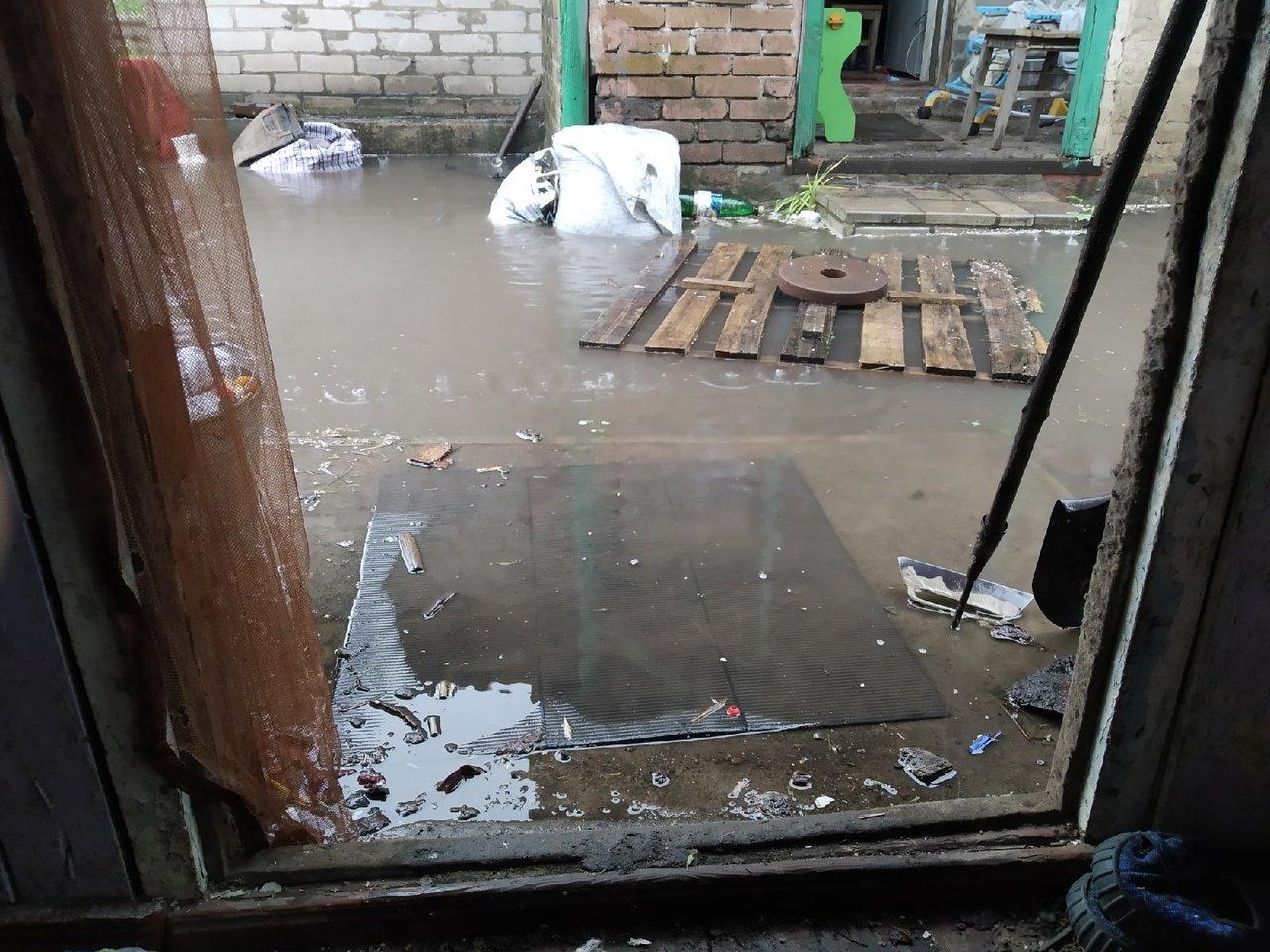 Кто там говорил про ковчег: в оккупированной Макеевке дождем залиты дома, квартиры, дороги, - ФОТО, фото-6