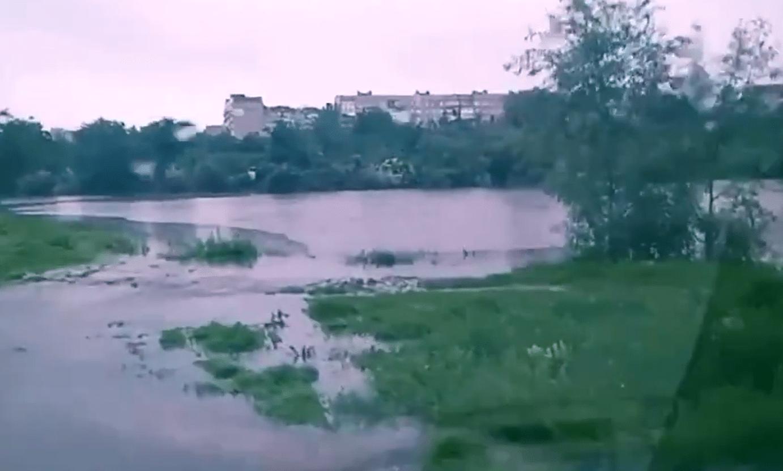 Непогода в Донецке: упавшие деревья, порванные провода и вышедшие из берегов ставки, - ФОТО, ВИДЕО, фото-8