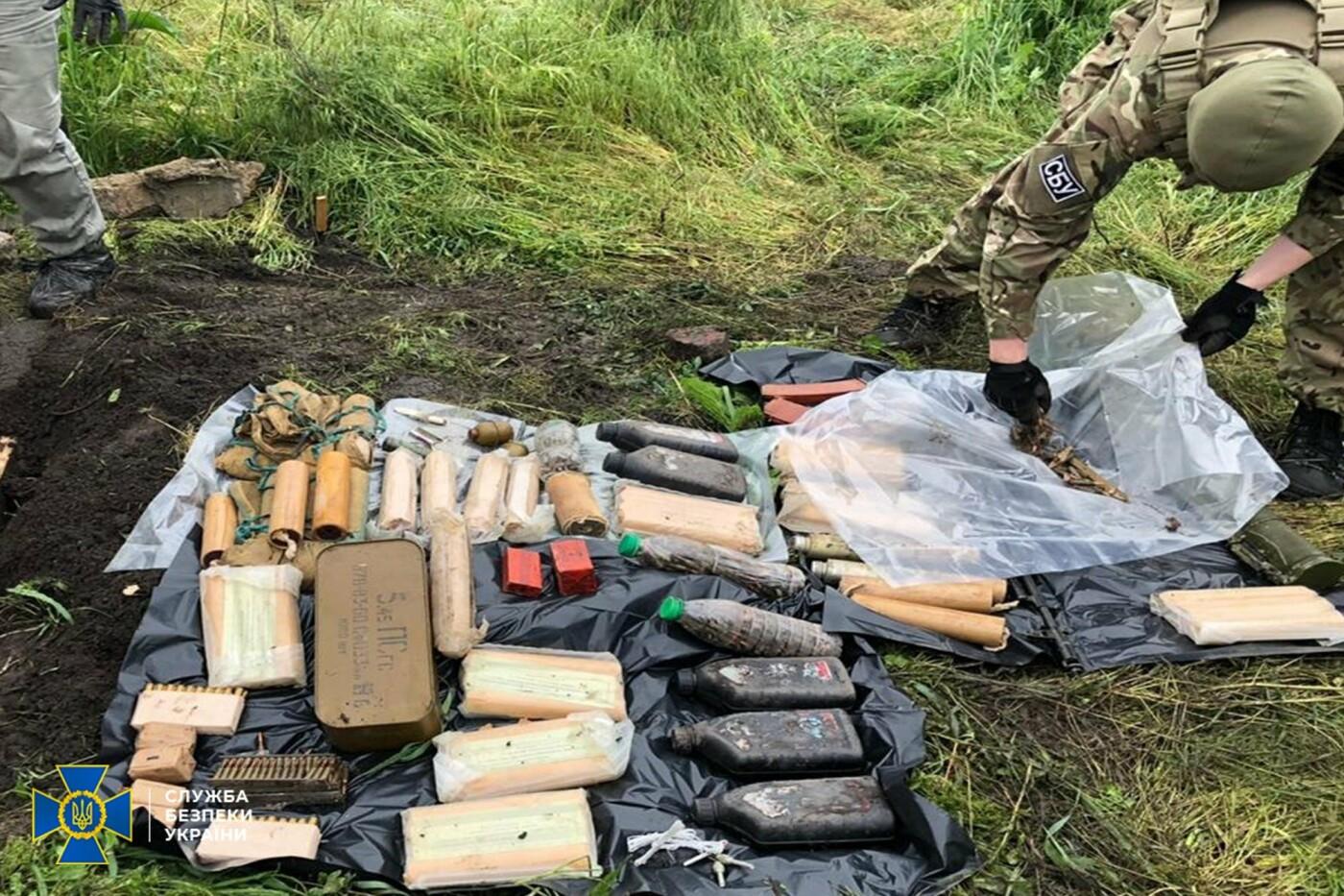 Гранаты, мины и патроны: в Донецкой области нашли схрон снайпера «ДНР»,- ФОТО, фото-1