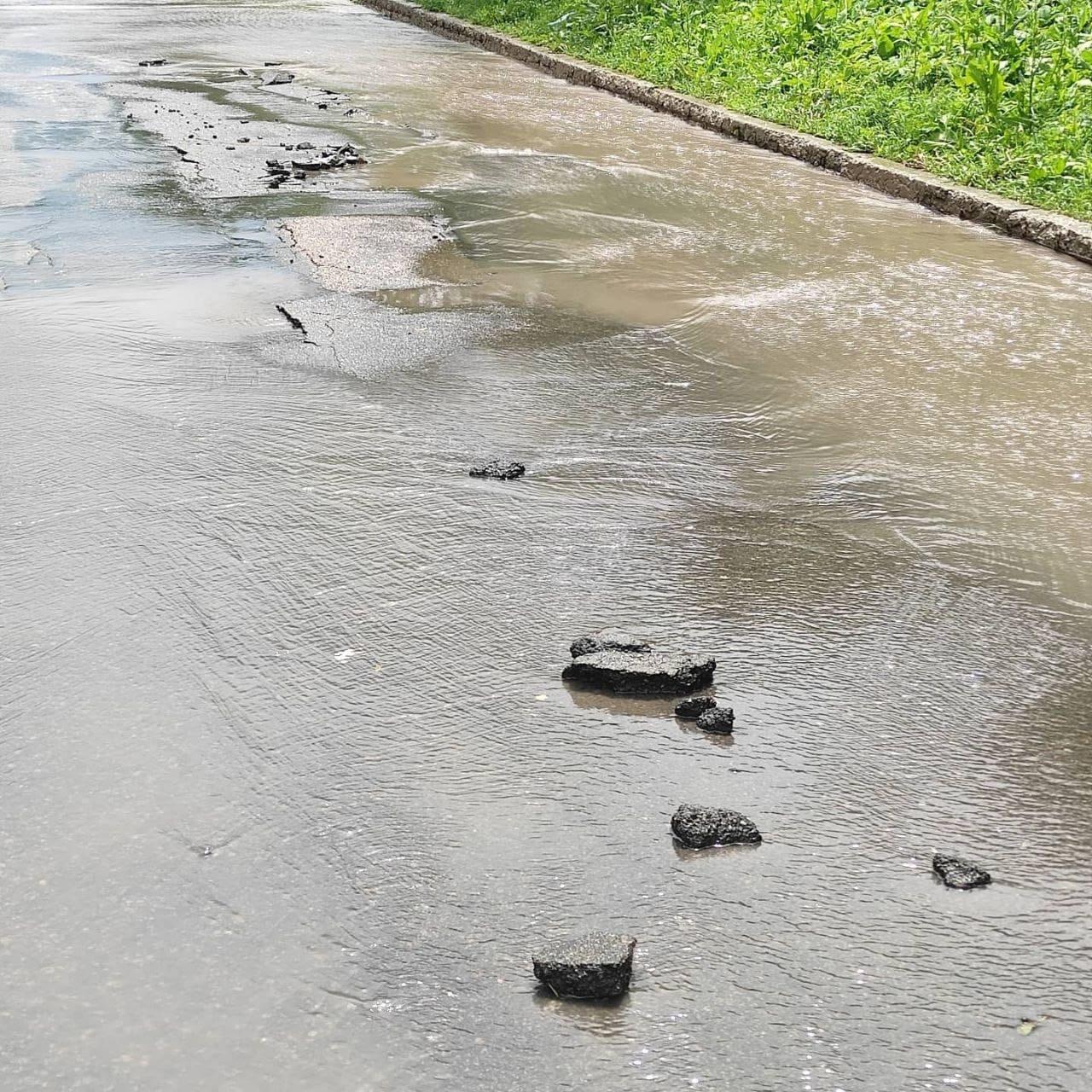 В оккупированном Донецке дождевая вода смывает асфальт, - ФОТО, фото-7
