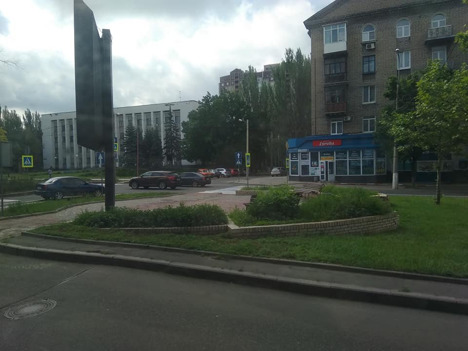 В оккупированном Донецке показали клумбы, зарастающие сорняками, - ФОТО, фото-2