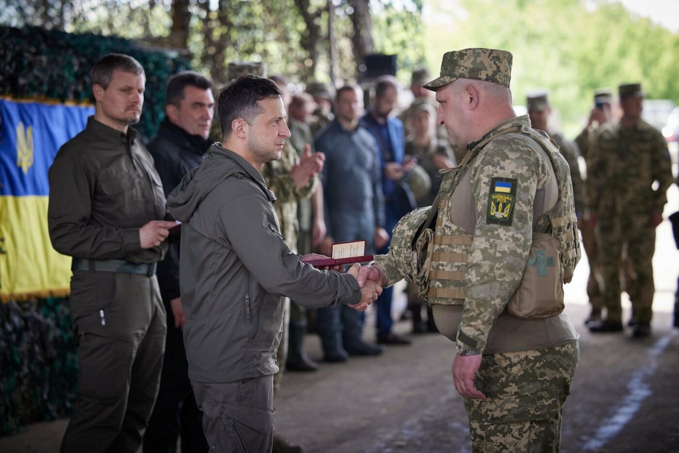 Зеленский посетил передовую на Донбассе, - ФОТО, фото-4
