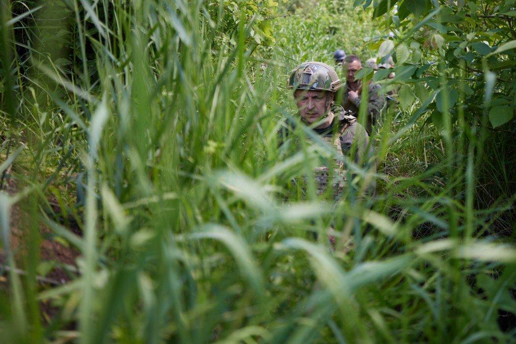 Зеленский посетил передовую на Донбассе, - ФОТО, фото-5