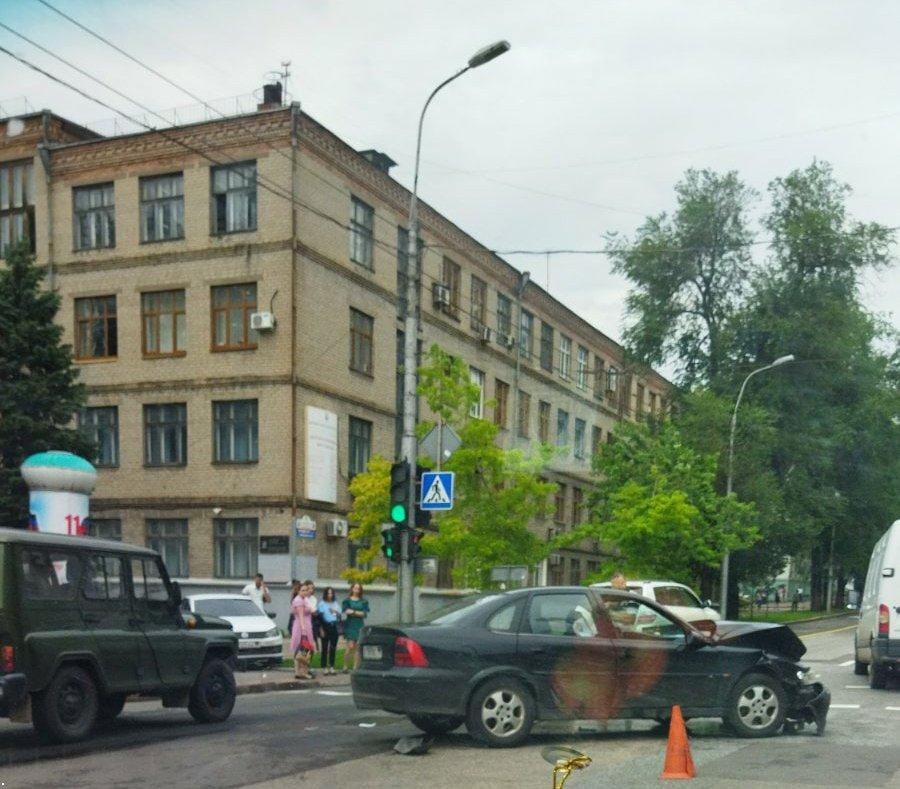 ДТП в Донецке: пострадали женщина и ребенок, - ФОТО, фото-2