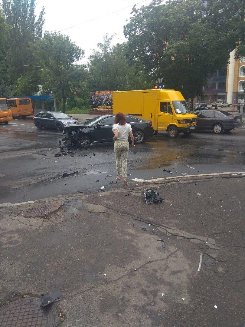 ДТП в Донецке: пострадали женщина и ребенок, - ФОТО, фото-4
