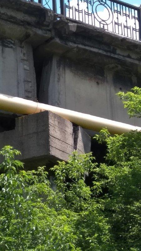 В оккупированном Енакиево на опоре центрального путепровода образовалась огромная трещина, - ФОТОФАКТ, фото-1