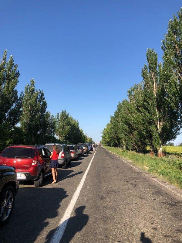 Ад под палящим солнцем: на неконтролируемом участке границы с РФ огромные очереди,- ФОТО, фото-4